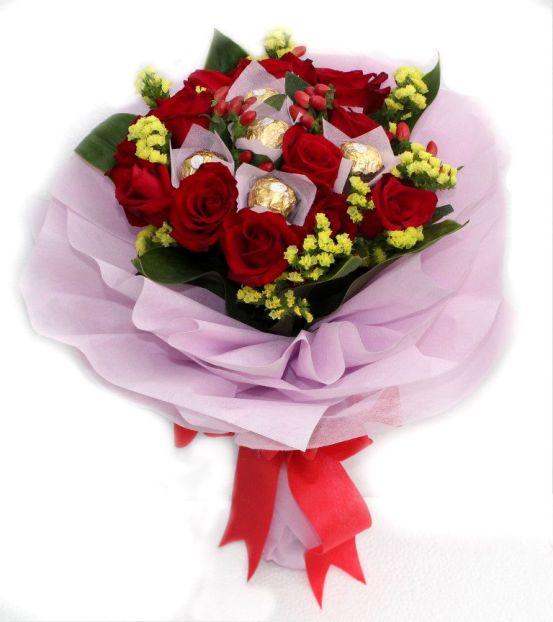 Red Rose Amp Ferrero Rocher Chocolates Hand Bouquet